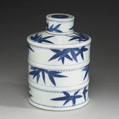 青花竹葉紋茶葉罐(清 康熙帝時代、国立故宮博物院 蔵)