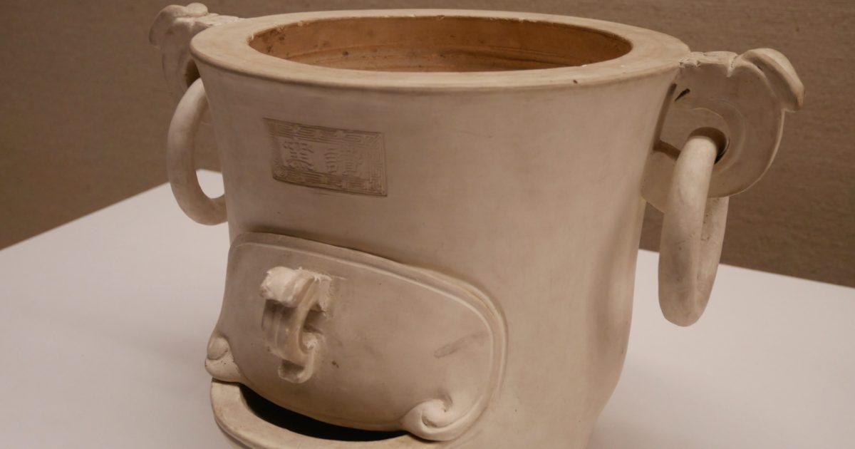 白泥 遊環 瓶掛(讚窯 江戸時代・天保年間|東京国立博物館 所蔵)