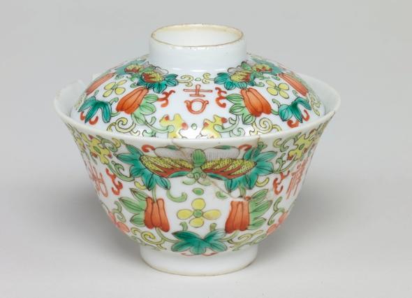 蓋付茶碗(清代、景徳鎮窯)
