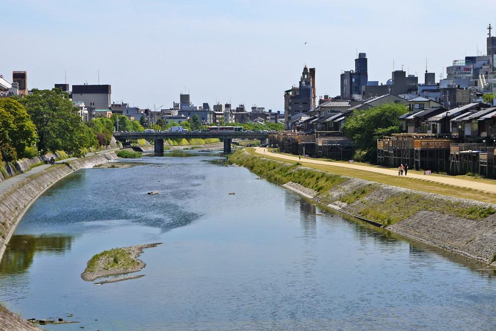 鴨川と四条大橋
