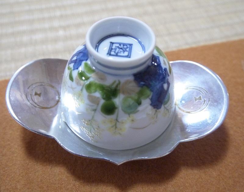 茶托に伏せた茶碗