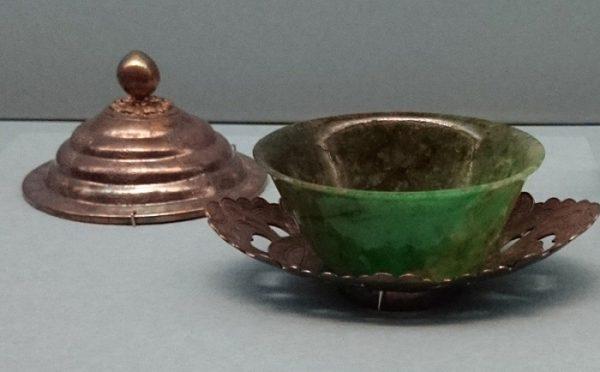翠玉碗と茶托(中国清代、嘉慶年製)