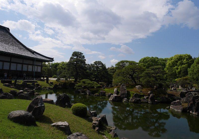 二条城の特別名勝「二の丸庭園」。小堀遠州が改修した書院造庭園
