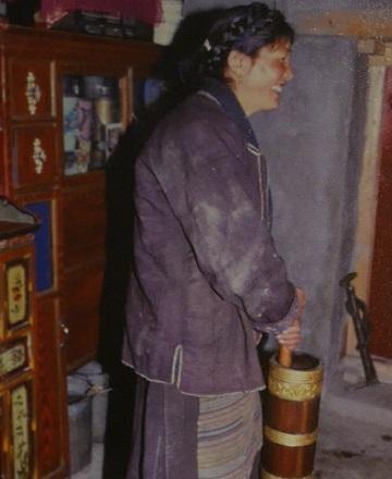 チベットのバター茶用茶器「ドンモ」
