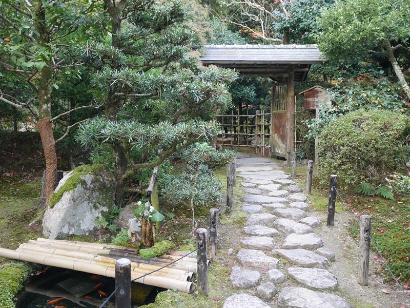 旧竹林院の庭園入り口