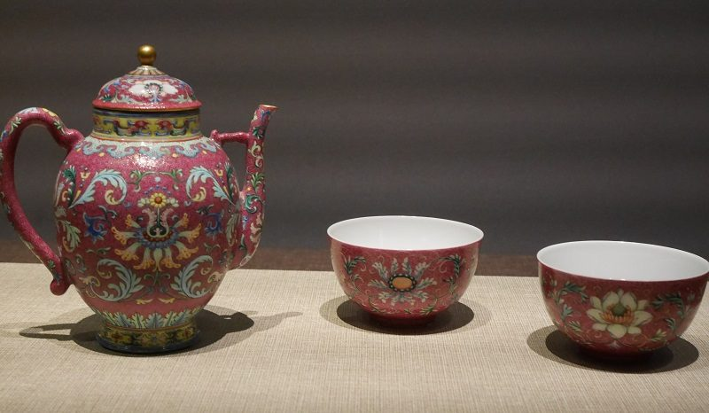 洋彩の茶器(清・乾隆帝)